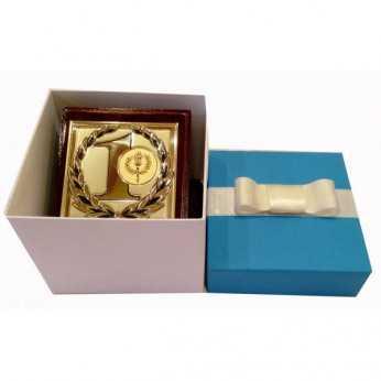 Cub gravat cu mesaj in cutie cadou