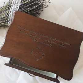 Cutie de bijuterii din lemn personalizata