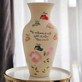 Vaza pictata fluturasii delicati ai clasei