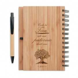 Agenda cu coperta lemn personalizata