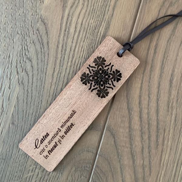 Semn carte lemn Mandala